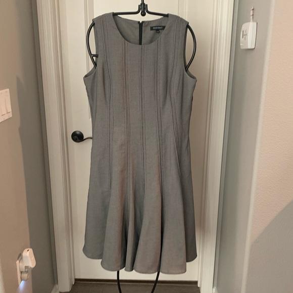 Ellen Tracy Dresses & Skirts - Ellen Tracy Pleated Dress